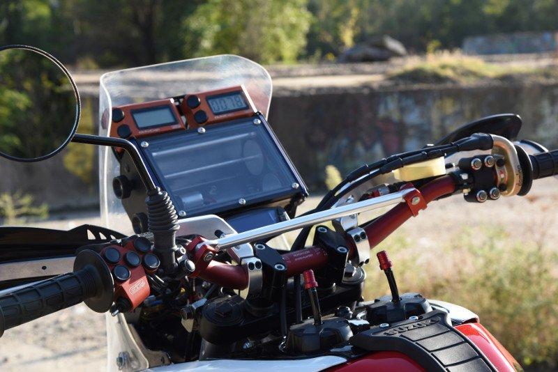 Suzuki-DR800-Rally-Bike-15.jpg.219cb6d3076232e6fcdd89b2edab4bc6.jpg