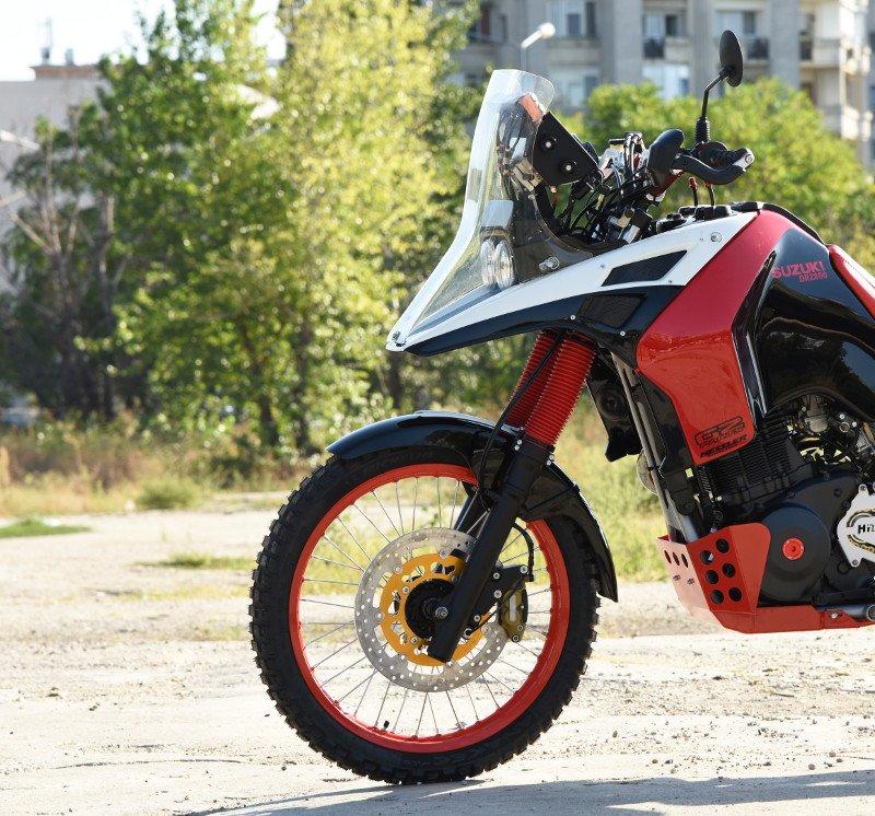 Suzuki-DR800-Rally-Bike-8.jpg.bfae42aaad52d821700dedaa4a81f45c.jpg