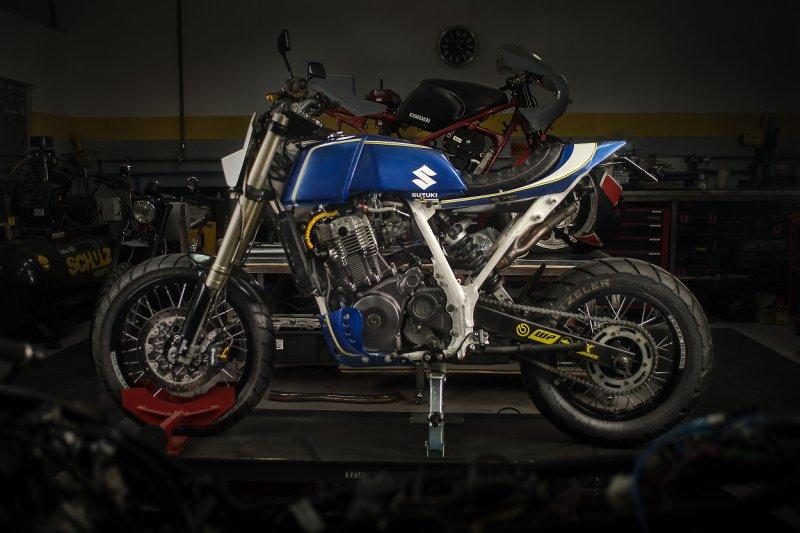 Suzuki-DR800-Street-Tracker-1.jpg